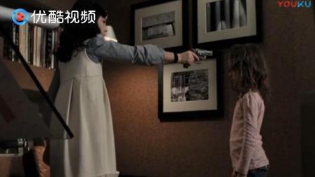 小女孩强烈要求, 与妹妹玩左轮游戏, 这枪下去毁一家庭啊!