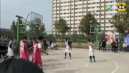 大学篮球赛实拍! 粉衣11号这大黑肘 你遇到过吗?