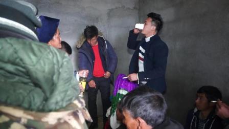 彝人视角把彝族新娘送到新郎家亲人们是这样对新娘的