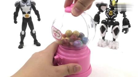 斗龙战士和神兽金刚玩糖果机, 糖果机里掉出好多好吃的糖果!