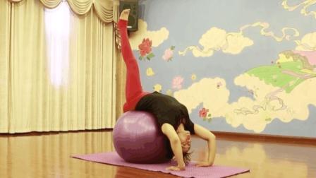 这个动作每天坚持练一遍, 不仅矫正驼背还能瘦腰瘦腿