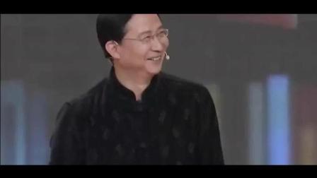 开讲啦: 北大教授台上黑清华, 撒贝宁: 我没有写是清华啊, 太搞笑