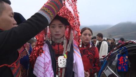 彝族结婚彝族美女出嫁这么多亲友来护送把整条路都占满了