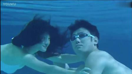 温柔的背后: 吴秀波和小三泳池中偷情, 躲避了妻子的视线
