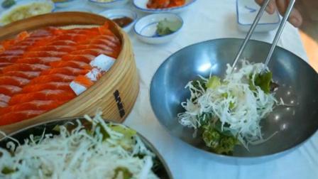 鳟鱼刺身配玉米沙拉, 味道好吃热量不高推荐健身人士可以试试