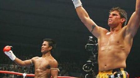 吊打播求踢废魔裟斗的K-1踢拳之王, 却遭克劳斯铁拳KO! 满脸是血