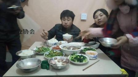 大胃王吃播蘑菇鸡肉汤