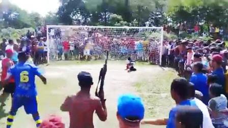 体坛嘿未够 第一季:球迷手持AK47督战点球 国足比惨竟然输给他们?