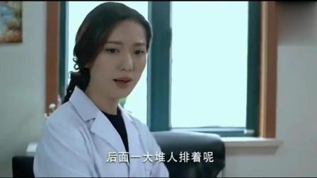 """女医生检查男患者, 患者脱掉后女医生说""""切"""""""