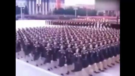 朝鲜女兵出场, 这整齐的鹅步, 可以媲美解放军的正步
