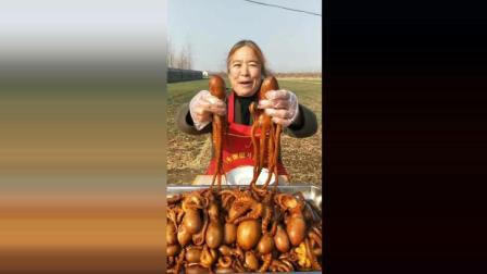 吃货奶奶: 刚出锅的长腿八爪鱼, 28块一斤, 好吃又不贵