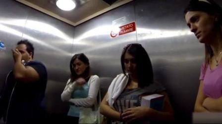 国外恶搞: 电梯打喷嚏搞得路人满脸的鼻水, 真不