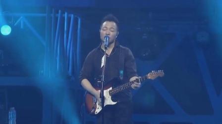 这是许巍在最孤独的一年写的一首歌, 也是公认的中国摇滚里最好听歌之一!