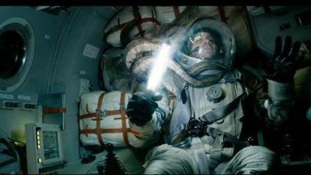 太空恐怖经历! 亲眼目睹外星寄生虫从自己朋友身体里孵化出来!