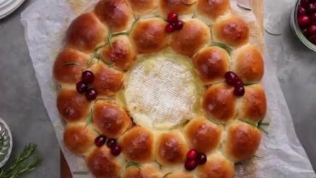 自酿的布里奶酪和蔓越莓面包圈