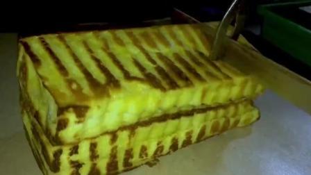 印尼街头美食小吃 烤面包 多层面包夹入巧克力炼乳或者各种果酱
