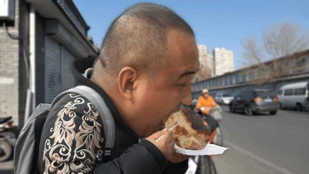 这家肉饼竟然比板砖厚! 一口下去, 油溅一脸! 一个只要5块钱!
