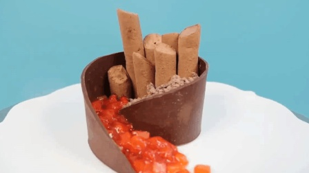 外国博主做的三层旋涡的巧克力草莓蛋糕, 你觉得是你喜欢的类型么