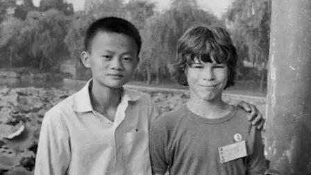 32年前, 这小男孩给了马云200元饭钱, 如今马云这样报恩