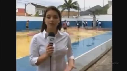 新闻直播时遇到这样的尴尬, 简直不要太搞笑!