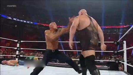巨石强森闪亮登场, 结果被黑翼天使放倒擂台!