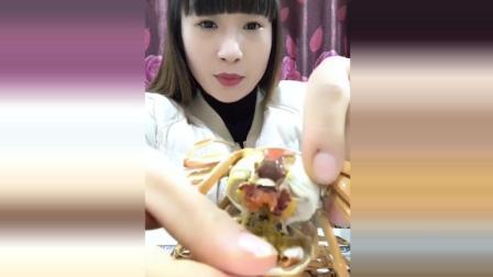 清蒸小闸蟹美食小吃, 美女吃货小姐姐, 这么小也有蟹膏呀