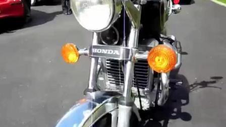 牛人启动一台80年生产的本田CX500经典摩托车, 发出熟悉的声浪
