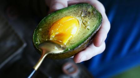 口感糯软的牛油果烤鸡蛋, 营养丰富, 特别适合小孩子