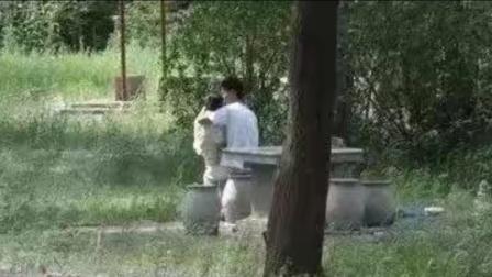 小情侣公园角落不雅一幕。424
