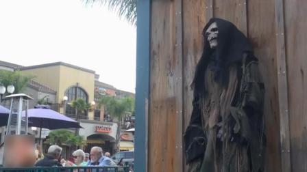 男子扮死神藏身街角突袭恶搞路人, 数百人中招被吓一拘灵, 超欠打