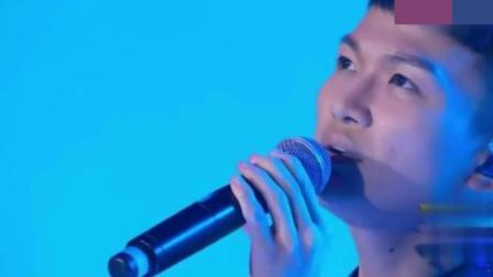 当年参加中国好声音的他没能走到最后, 如今却比很多歌手还要火!