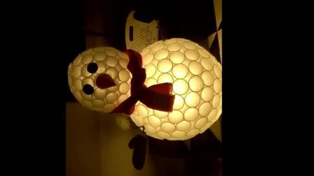 """圣诞节到了, 牛人教你怎样用一次性纸杯做个漂亮 """"雪人""""装饰灯"""