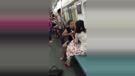偷拍: 女生地铁打架, 为什么都撕衣服, 扒衣服的?