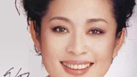 58岁倪萍近照沧桑, 最美好的给了陈凯歌, 今因疾病饱受痛苦