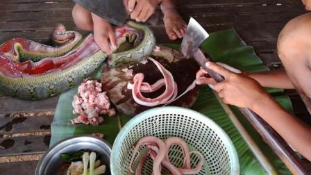 一盆水蛇, 农村男孩一条条把蛇头砍掉下锅吃, 全程我汗毛全是站着