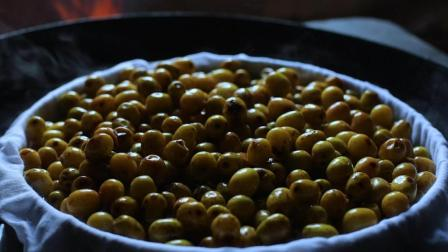 李子柒古香古食 第一季 第26集 老屋后的枣子熟了 正好做笼酸枣糕解解馋 26