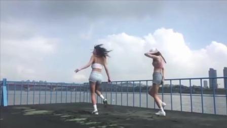 尼古拉斯.赵四儿的舞技是跟她们学的吗