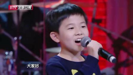 8岁小男孩深情献唱妈妈, 一首歌后全场泪奔, 杨钰莹哭成泪人