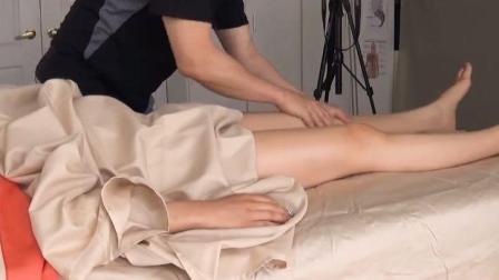 美女腿部淋巴排毒按摩, 男技师手法很温柔, 美女舒服到天堂~