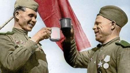 苏联红军喝伏特加打仗,竟干掉33万精锐德军!这很战斗民族!