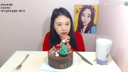韩国大胃王卡妹吃餐后甜点, 圣诞可乐蛋糕, 大口吃的很满足