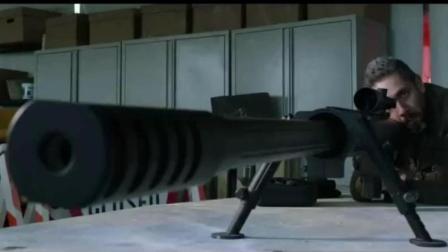 这位狙击手不去玩绝地求生可惜了, 一枪直接把车给打爆