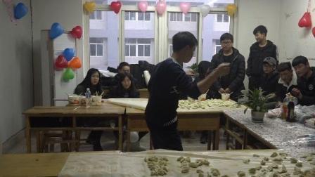 西安北方汽修学院-方老师圣诞节即兴机械舞表演
