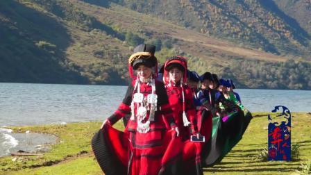 彝族结婚这天日此多的彝族美女盛装美景看了会陶醉多少人呢