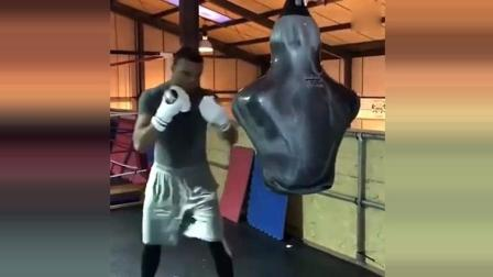 国外拳击, 拳手训练击打精度人形沙包, 精准击打!