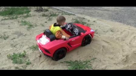小屁孩驾驶兰博基尼陷入沙坑, 开来装载机救援, 这娃想象力我服了