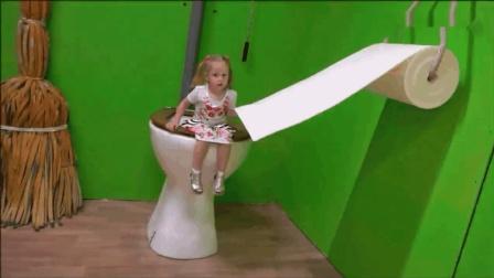 國外創意視頻: 小蘿莉你這馬桶和廁紙也太夸張了吧? 真是活久見