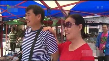 大衣哥在北京旧货市场上淘宝, 粉丝们却纷纷要求他这样