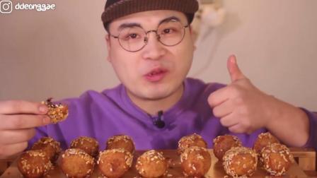 韩国大胃王狂吃芝麻糯米团, 隔着屏幕都闻到香!
