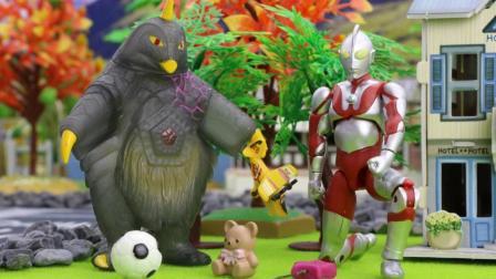 『奇趣箱』小朋友们最近丢失很多玩具, 奥特曼帮忙把幽灵小偷捉住了